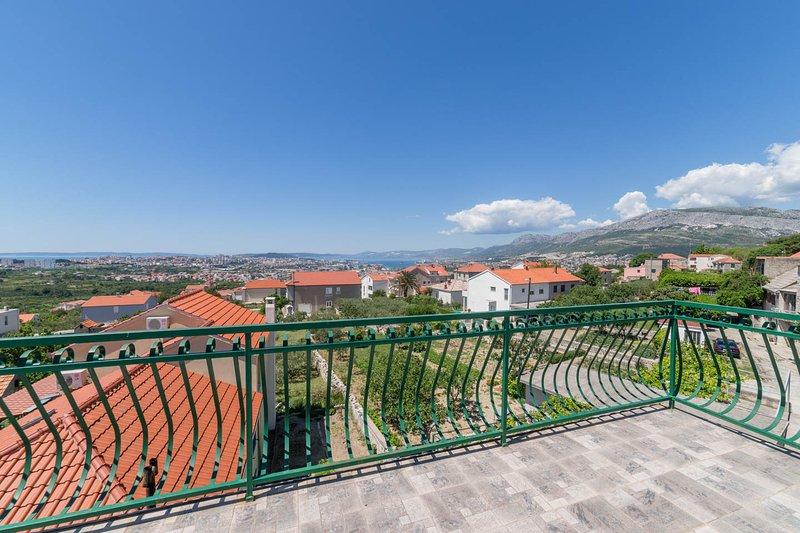 Stone Villa Rea in Mravince, City of Solin, Split-Dalmatian County, holiday rental in Kucine
