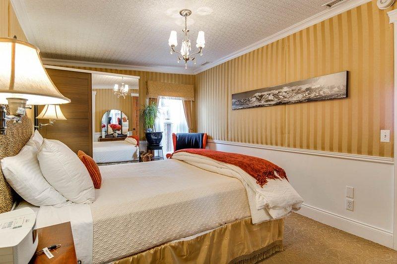 Or chambre avec lit queen matelas confortable et 6 large panorama 'de toutes les stations de Park City.