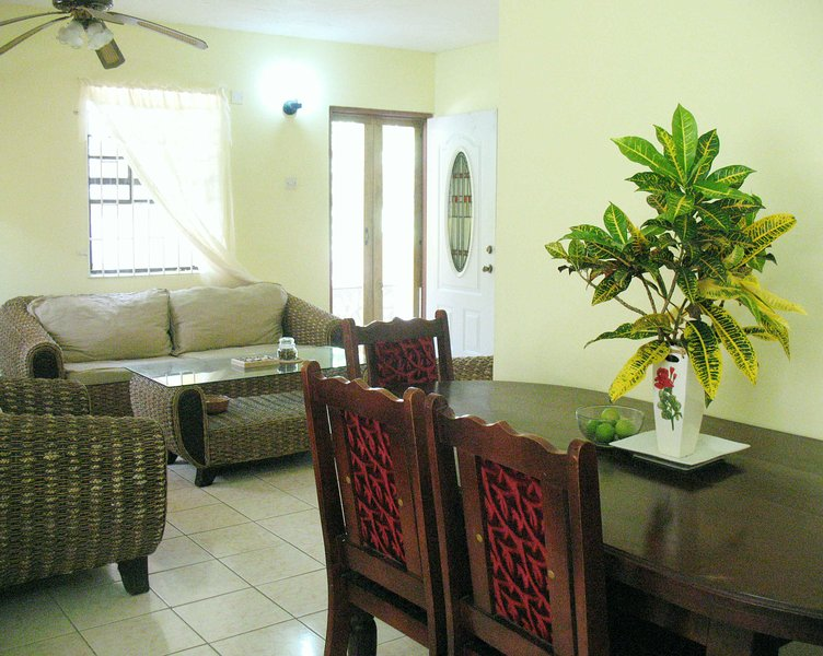 Comfort Stay: Live Like A Local - PRIVATE 2 bedroom FULL APARTMENT!, casa vacanza a St. Patrick