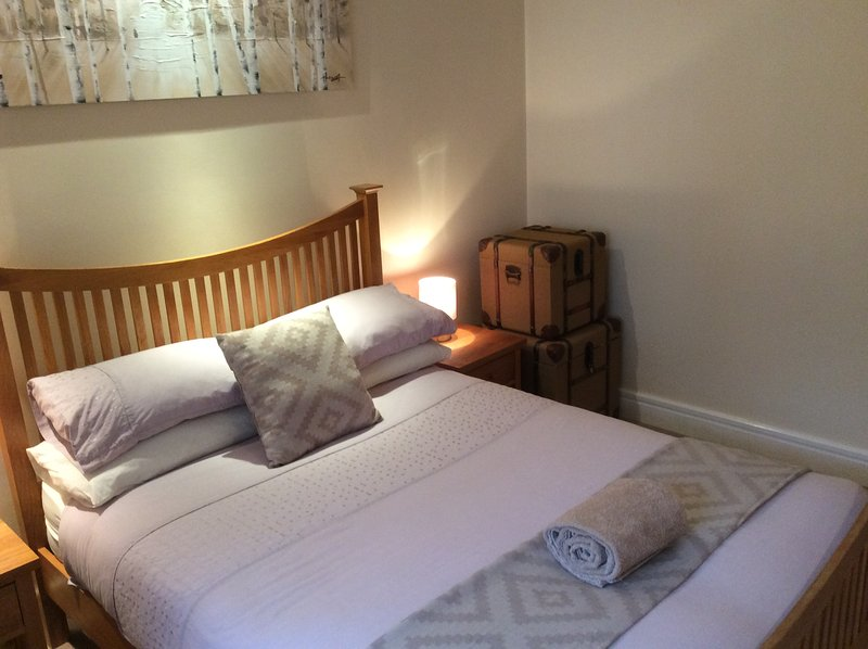 Southsea Villa Sleeps 5, free wi-fi  by the Beach, holiday rental in Portsmouth