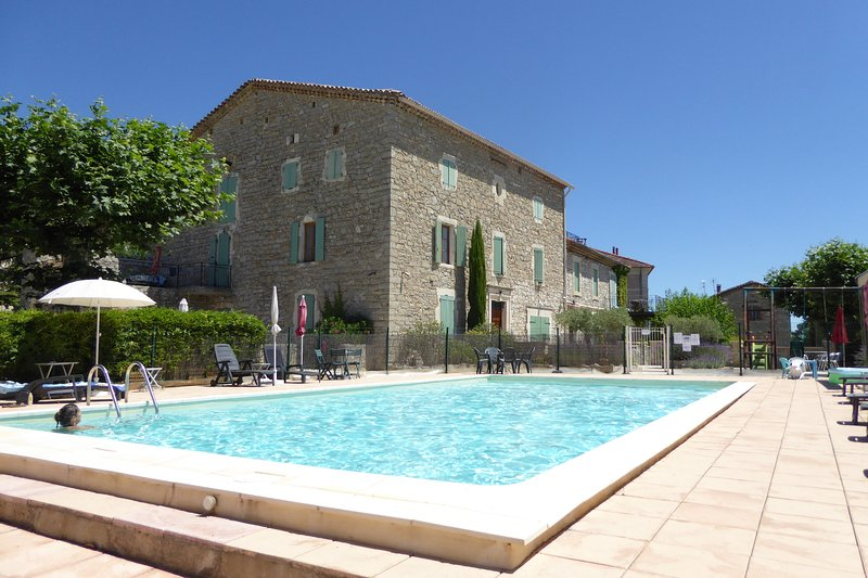 La Bastide Des Lavandières - Apartment Fleur, holiday rental in Lezan