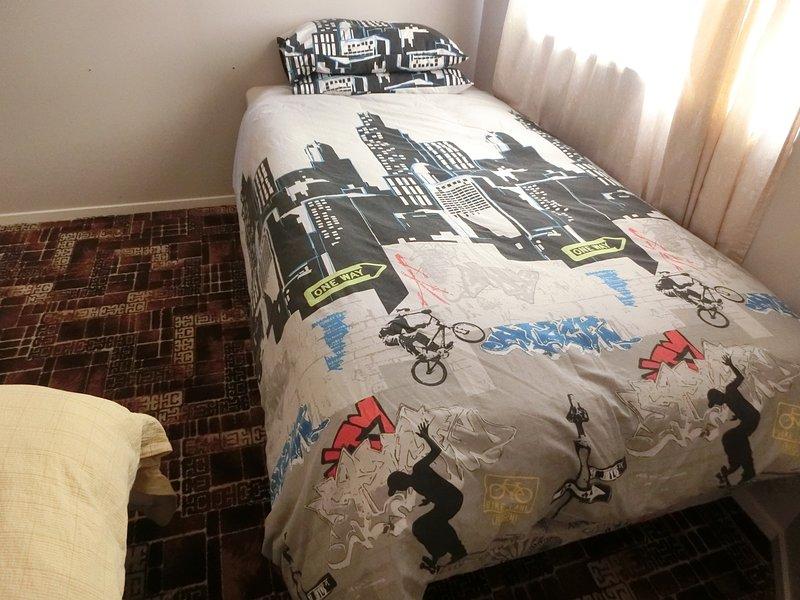 Instantaneamente quarto compartilhado Livro com 2 camas individuais XL (King Individual), Contacte-nos, para definir isso como quartos privados