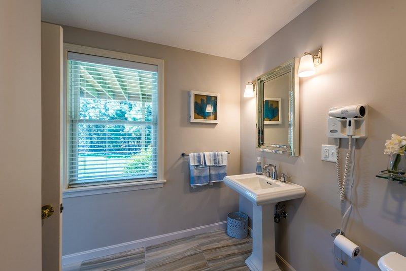 En suite Bath in Bedroom 3