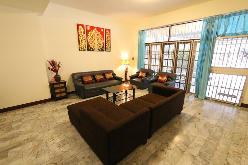 ***SUPERB LOCATION CHIANG MAI CITY - NORTH GATE***, holiday rental in Chiang Mai
