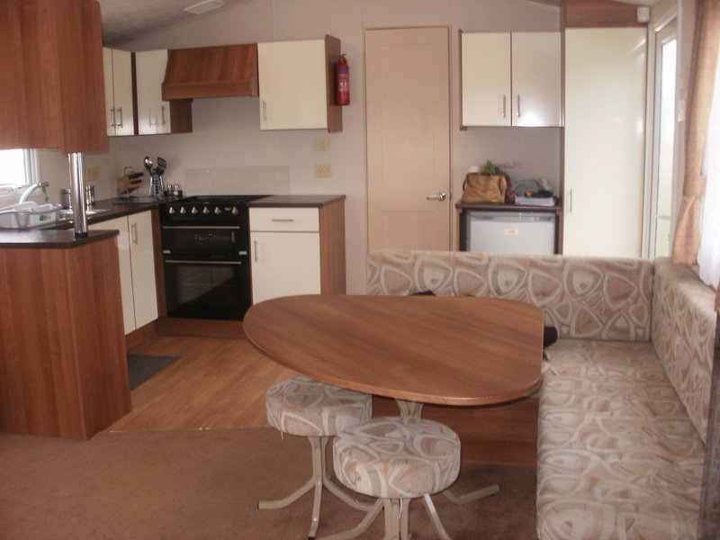 3 Bedrooms 2013 Model Willerby Sunset, holiday rental in Clacton-on-Sea