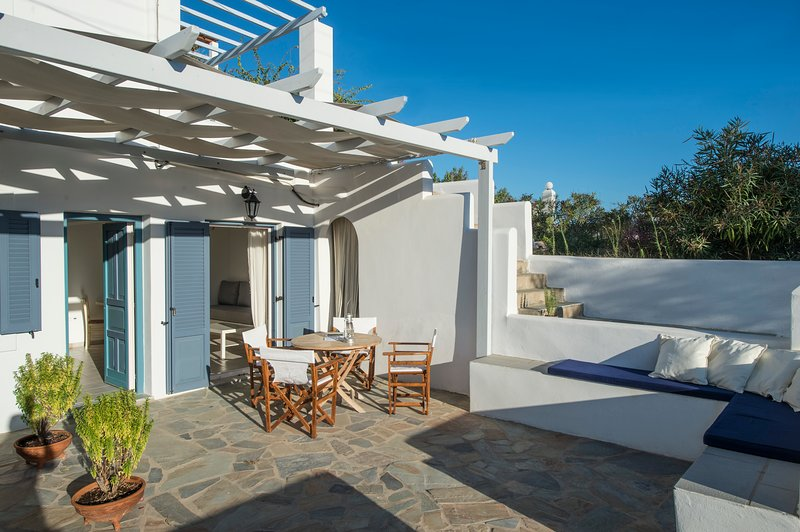 Hermes house in 'Cleopatra Homes' 1min from Logaras sandy beach, holiday rental in Piso Livadi