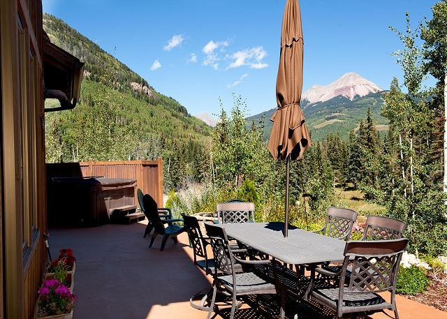 Luxury Home Across from Purg - Hot Tub and Great Views - Free Shuttle, holiday rental in Durango
