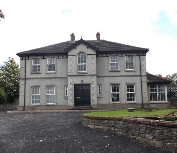 ROOMS for rent in Country Home, with dog kennels, vacation rental in Castlederg