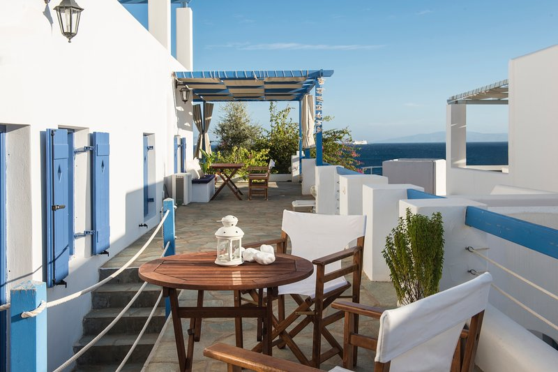 Aphrodite house in 'Cleopatra Homes' 1min from Logaras sandy beach, alquiler vacacional en Paros