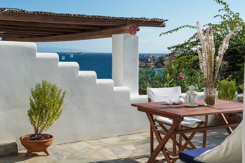 Artemis house in 'Cleopatra Homes' 1min from Logaras sandy beach, holiday rental in Piso Livadi