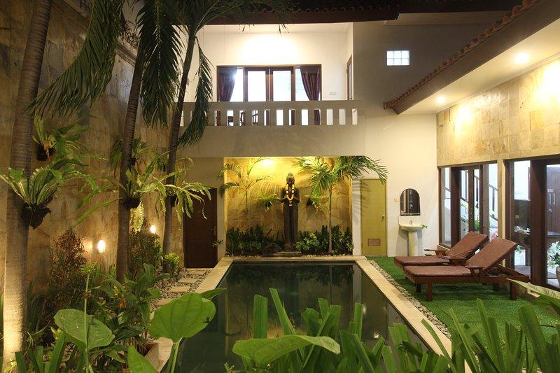 Padma Groove Villa 5BedRoom, vacation rental in Legian
