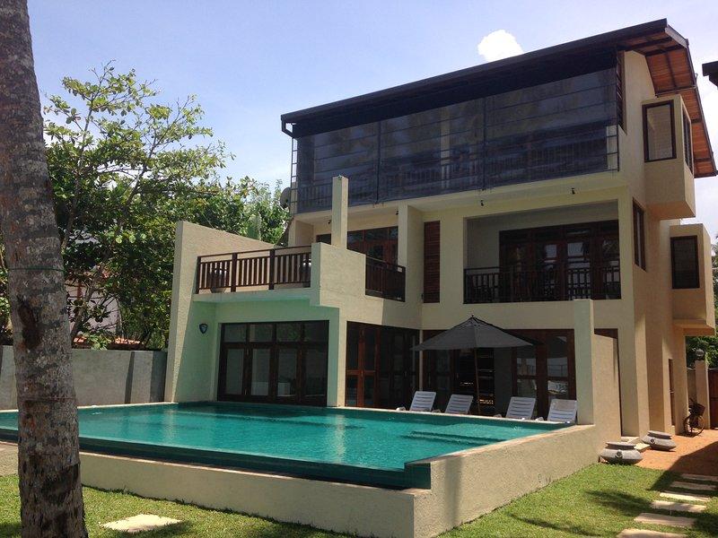 Chillax Villas - Villa Relax, vacation rental in Madihe East