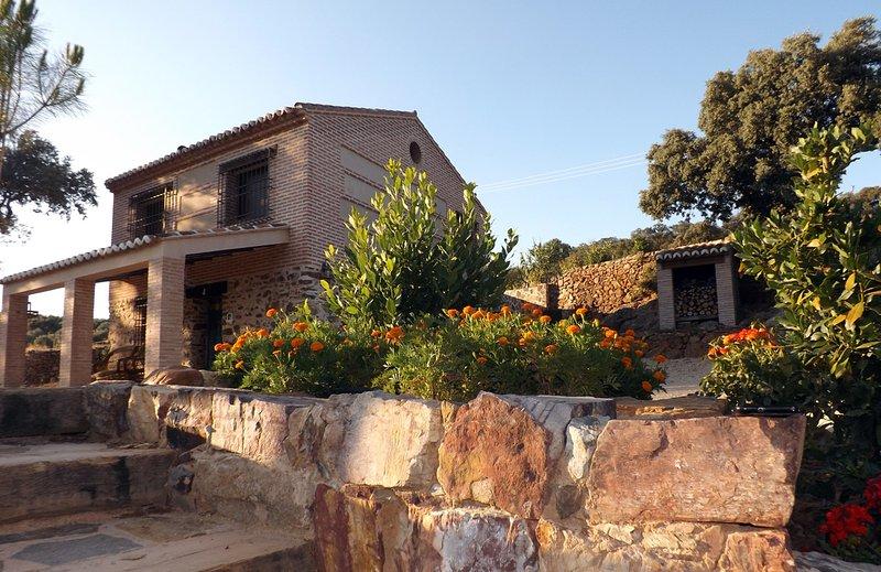 Casa Rural con jacuzzi la gitanilla, holiday rental in Helechosa de los Montes