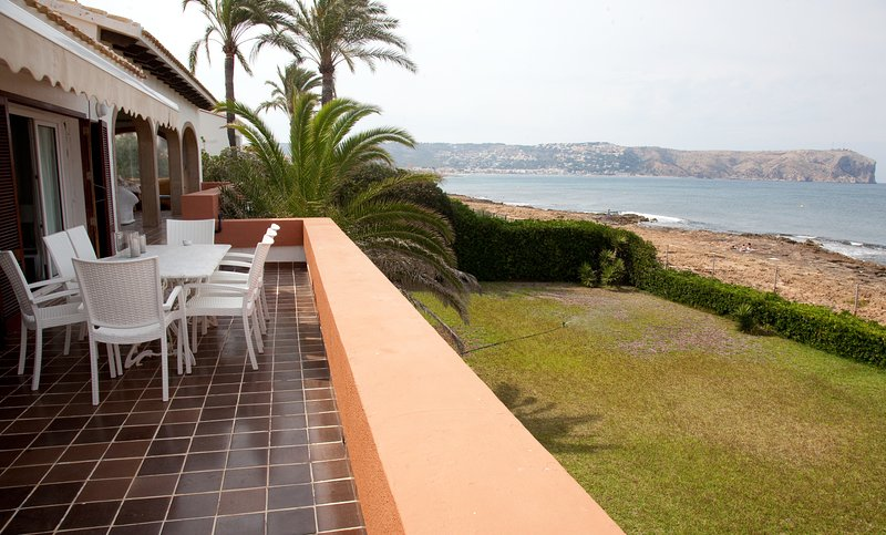 Espectacular villa frente al mar, holiday rental in San Isidro de Albatera