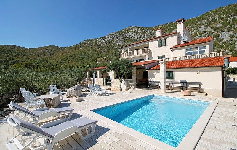 Villa Moja Stina avec piscine privée, table de billard, ping-pong et terrain de bowling