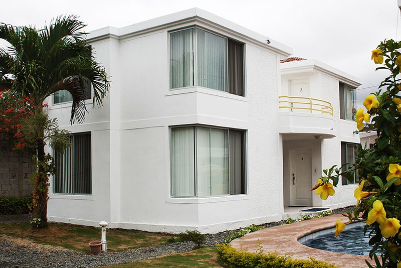 Hotel Oceanic Lodge, holiday rental in Tonsupa