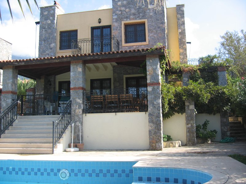 3 Bed Villa private Pool , child friendly.