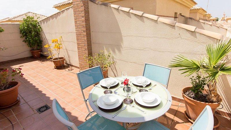 Nice apartment with shared pool, location de vacances à Los Alcazares