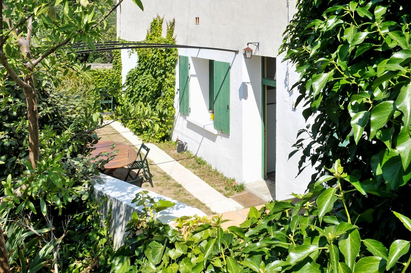 Amazing house with garden & Wifi, vacation rental in Cascastel-des-Corbieres