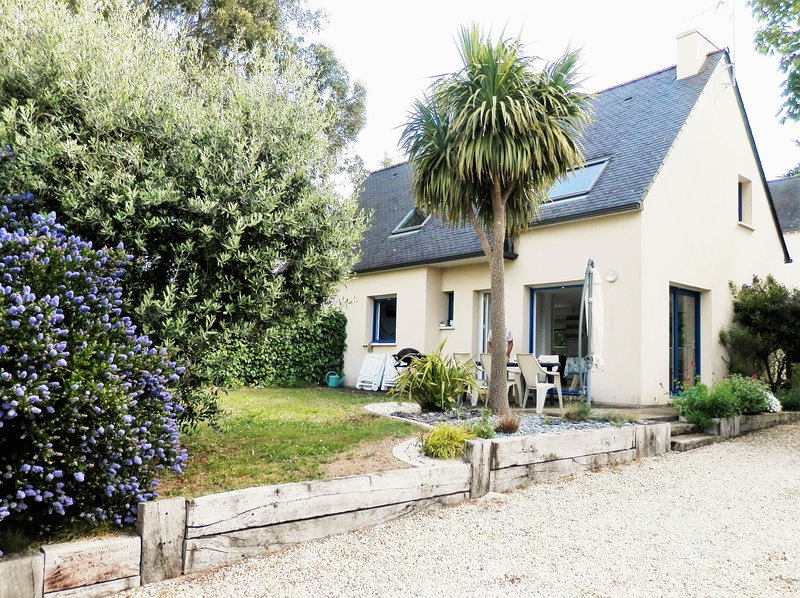 Beautiful apt with terrace, vacation rental in Arzon
