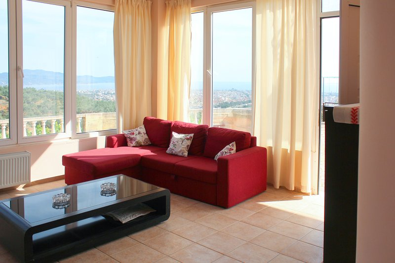 Spacious apt with sea view & garden, holiday rental in Messini