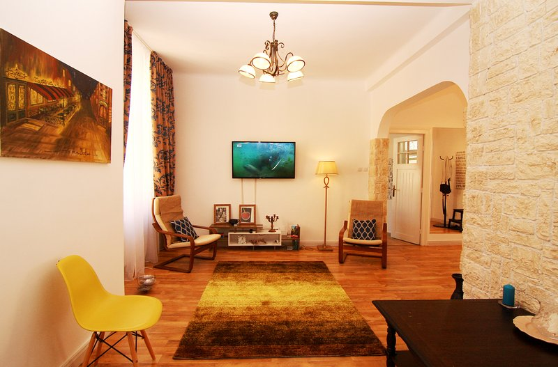 Old Princely Court Two Bedroom apartment, vacation rental in Bucharest