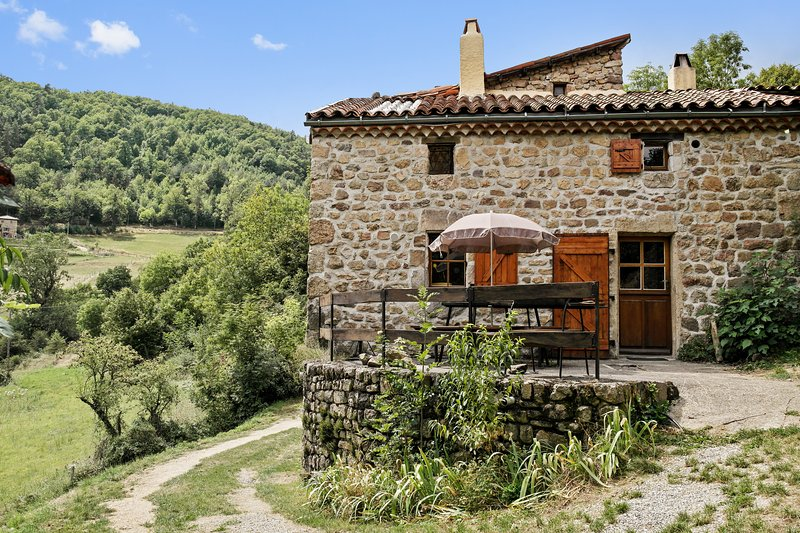 Amazing house with mountain view, holiday rental in Silhac
