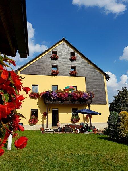 Ferienwohnung am Fuße des Fichtelberges 2-5 Pers., casa vacanza a Crottendorf