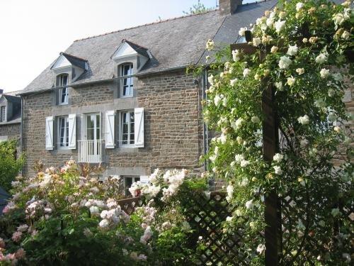 Beautiful house with garden & Wifi, casa vacanza a Plouer sur Rance