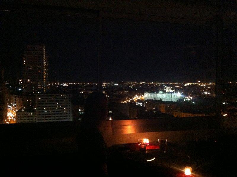vino de noche con luz de las velas ...