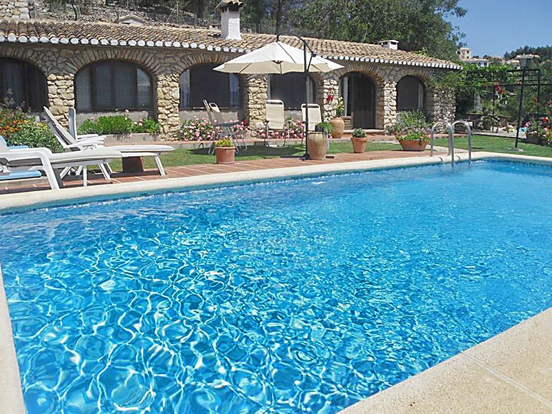 Beautiful house with swimming-pool, holiday rental in Tarbena