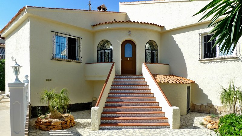 Nice house with swimming-pool, holiday rental in San Isidro de Albatera