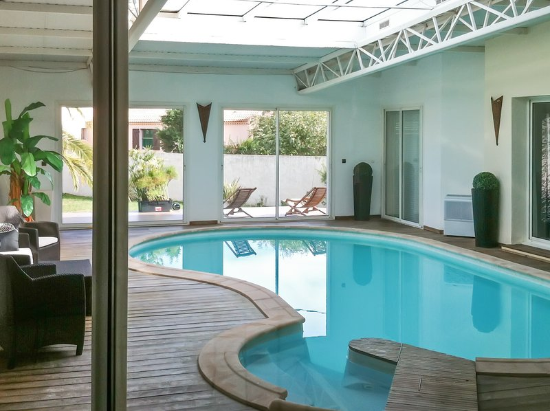 Amazing villa with swimming-pool, holiday rental in Aghione