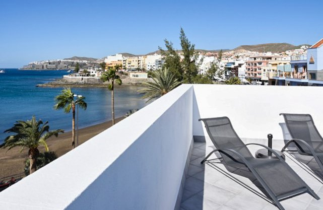 Nice apt with sea view & terrace, location de vacances à Cornisa del Suroeste