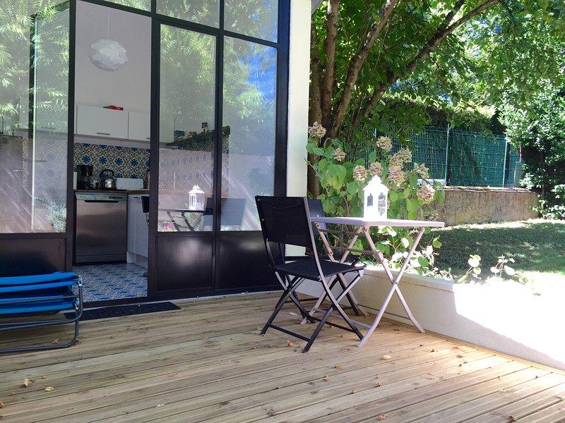 terraza Loire Valley Cottage con vista al jardín