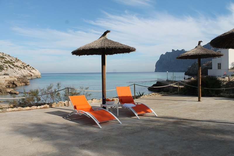 B21MLL SEA FRONT ACCOMMODATION, vacation rental in Cala San Vincente