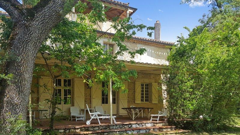 Amazing villa with swimming-pool, location de vacances à Mauvezin