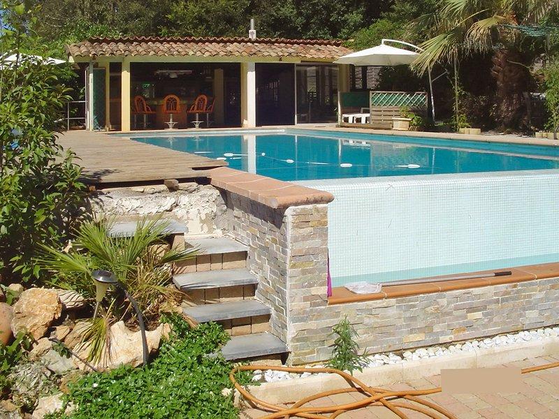 Spacious villa with swimming-pool, casa vacanza a Roquefort les Pins