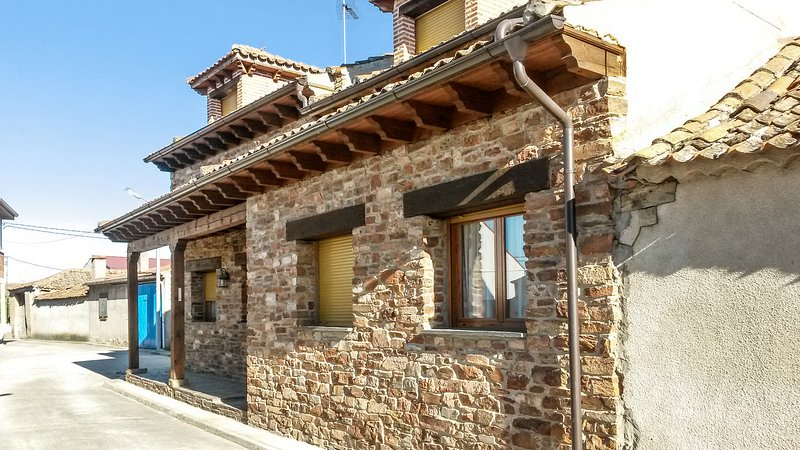 Spacious house with terrace, holiday rental in Campo de Cuellar