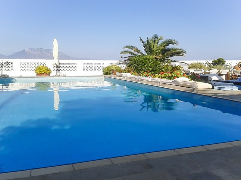 Nice villa with swimming-pool, location de vacances à Kato Assos