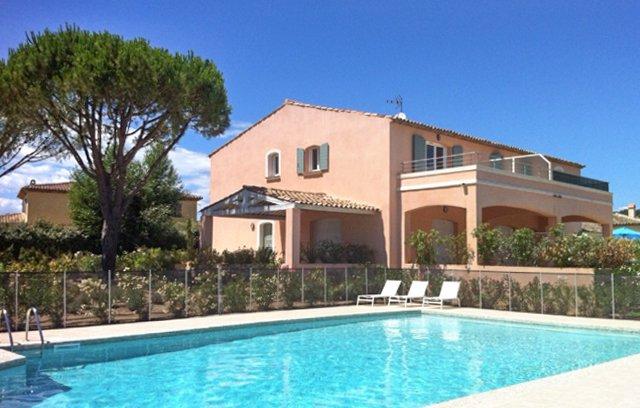 Nice apt with pool access & terrace, alquiler vacacional en Port Cogolin