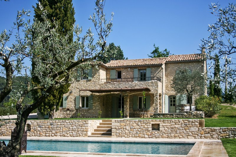 Amazing villa with swimming-pool, vacation rental in Faucon