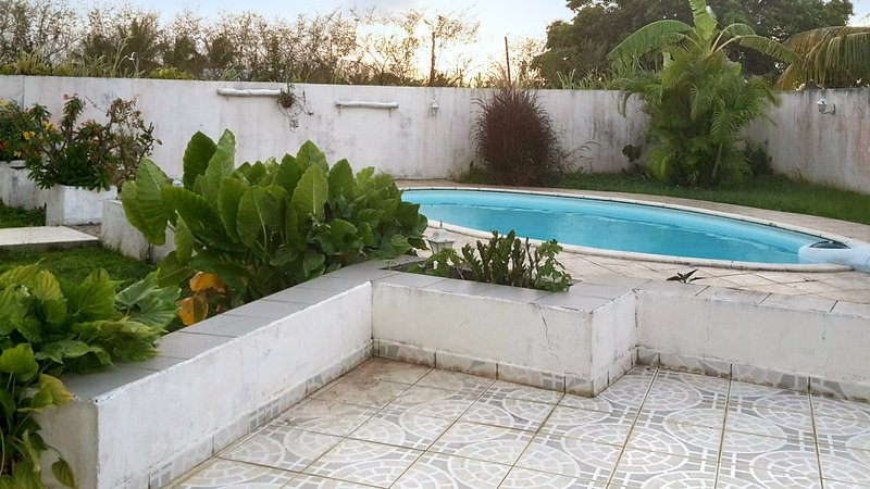 Spacious house with swimming-pool, alquiler de vacaciones en Lamentin