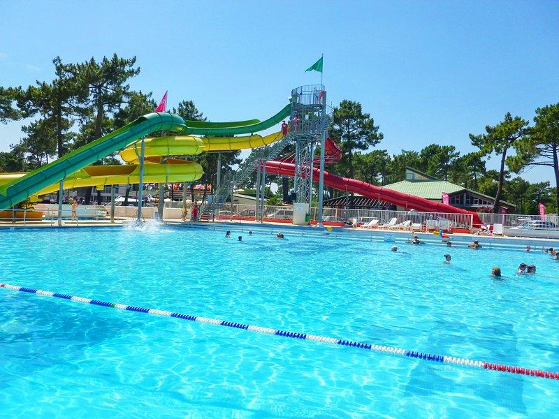Amazing bungalow with shared pool, location de vacances à Les Mathes
