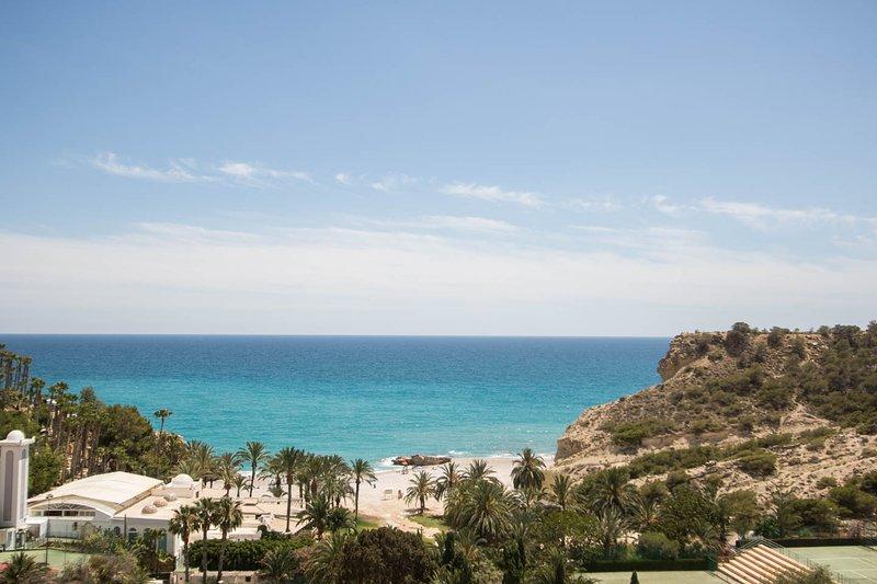 ... Offrant une vue superbe sur la côte méditerranéenne