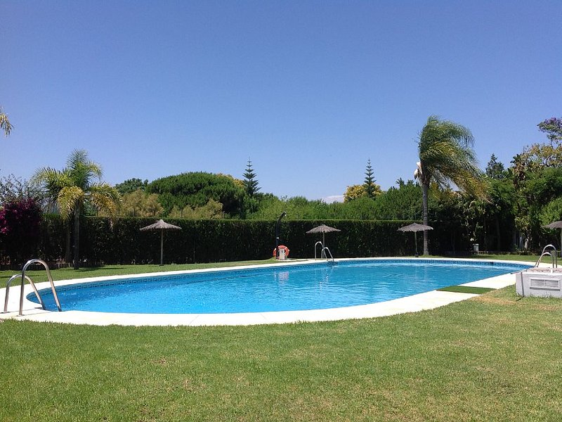 Spacious apartment with shared pool, holiday rental in Cartaya