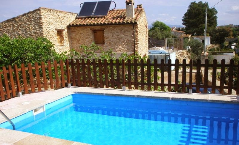 Nice chalet with swimming-pool, location de vacances à Tortosa