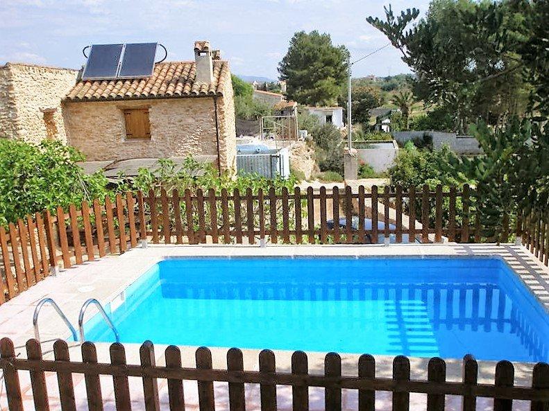 Nice chalet with swimming-pool, aluguéis de temporada em Amposta