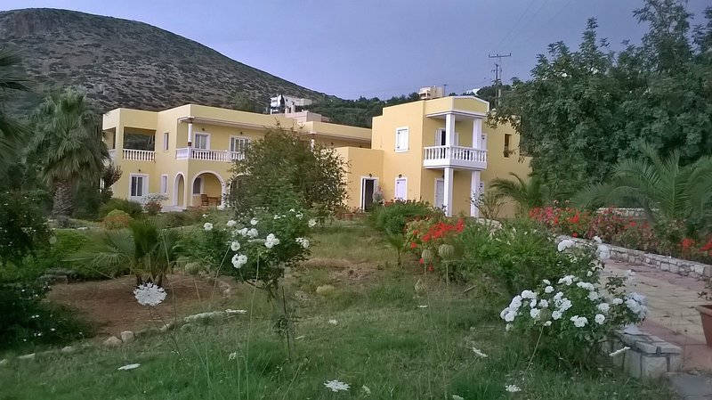 SUITEN, Appartements, EPIKUR, casa vacanza a Agriana