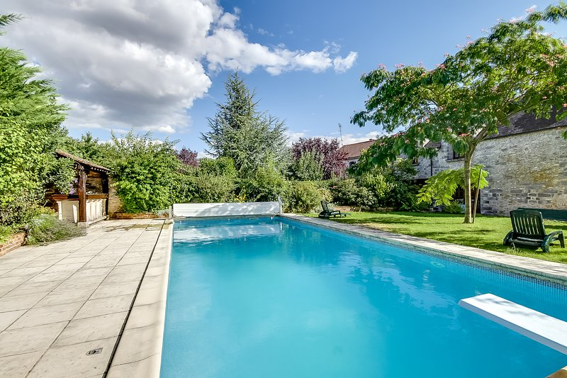 Spacious house with swimming-pool, holiday rental in Soisy-sur-Ecole